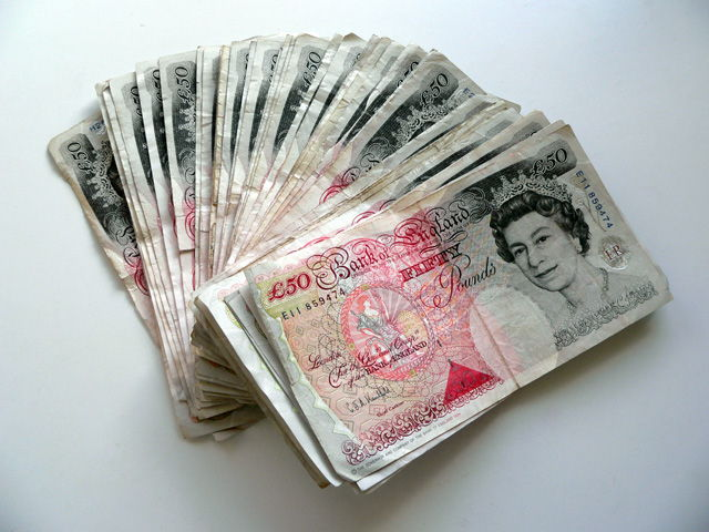 paying for cleaning in cash is morally wrong