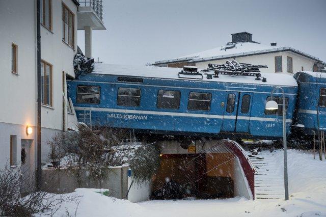 a train crashed into house